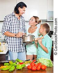 família feliz, casa, cozinha