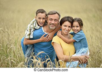 família feliz, em, campo