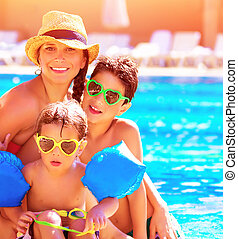 família feliz, em, férias verão