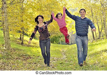 família feliz, tendo divertimento