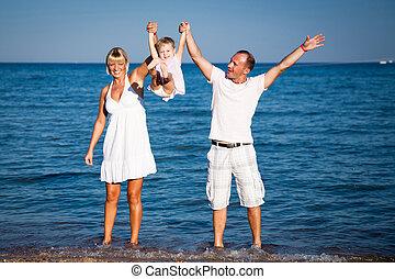 família feliz, tocando, praia
