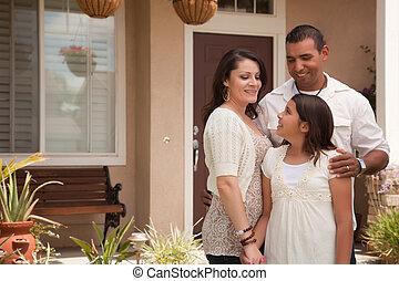 família, hispânico, seu, frente casa, pequeno
