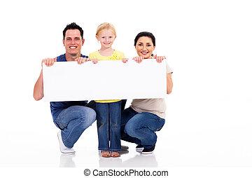 família jovem, com, branca, bandeira