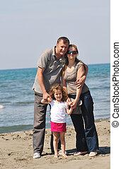 família, jovem, divirta, praia, feliz