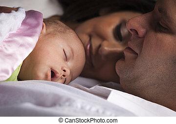 família, jovem, recem nascido, raça misturada, bebê