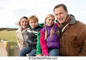 família, ligado, um, passeio, dia, campo