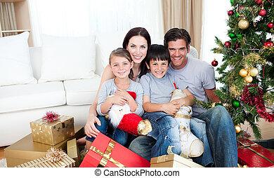família, lotes, presentes, segurando, tempo, lar retrato,...