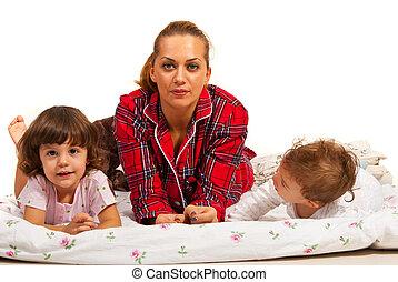 família, mentindo, cama