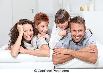 família, pessoas, sofá, deitando, 4, lar, feliz