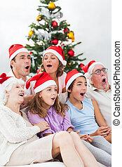 família prolongada, cantando, carols