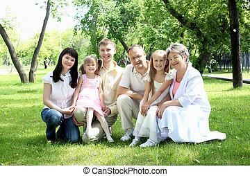 família prolongada, junto, parque