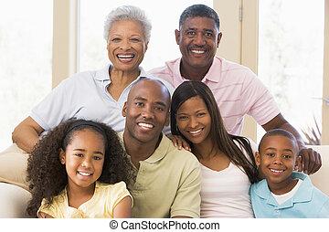 família prolongada, sentar sofá