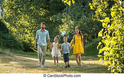 família, recreacional, parque, dois, passeio, segurar passa, durante, crianças, feliz