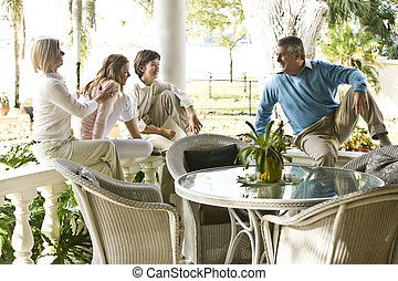 família, relaxante, ligado, terraço, junto