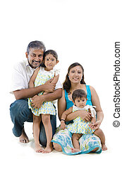 família, sentando, indianas, fundo, branca, feliz