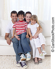família, sentar sofá, junto