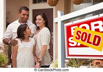 família, seu, sinal vendido, hispânico, novo, frente, lar
