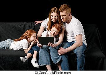 família, tabuleta, isolado, pretas, digital, usando