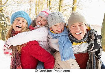 família, tendo divertimento, nevado, bosque