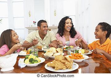 família, tendo, um, refeição, junto, casa