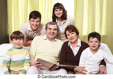 família, three-generation