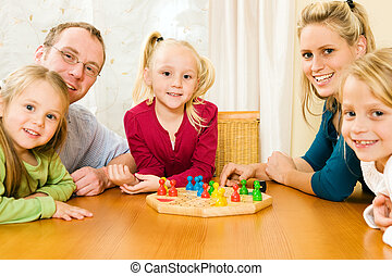 família, tocando, boardgame