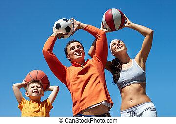 família, tocando, com, bolas