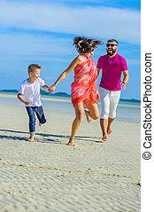 família, três, tropicais, funcionar ao longo praia