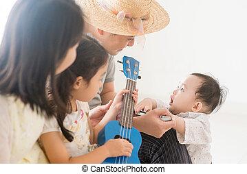família, ukulele, harmônica, asiático, lar, tocando