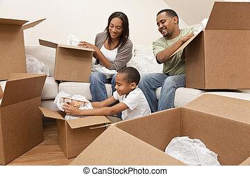 famiglia, casa, americano, scatole, spostamento, africano, disimballaggio