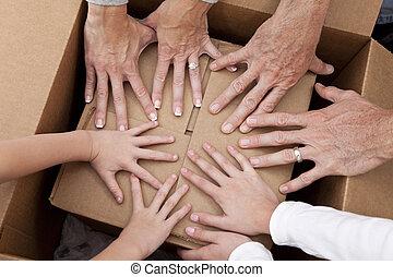 famiglia, casa, scatole, spostamento, mani, disimballaggio