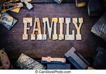 famiglia, concetto, legno, e, arrugginito, metallo, lettere