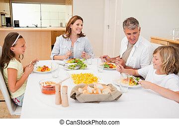 famiglia, detenere, uno, conversazione, mentre, cena