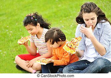 famiglia, esterno, pizza
