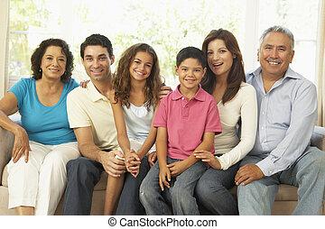 famiglia estesa, rilassando casa, insieme