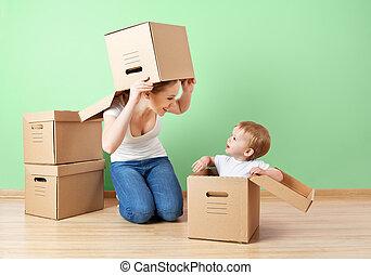 famiglia felice, madre bambino, figlia, in, un, vuoto, appartamento, appresso, parete, con, scatole cartone, riallocazione