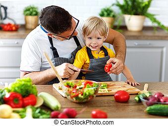 famiglia felice, padre, con, figlio, preparare, verdura, insalata