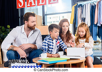 famiglia felice, secondo, shopping