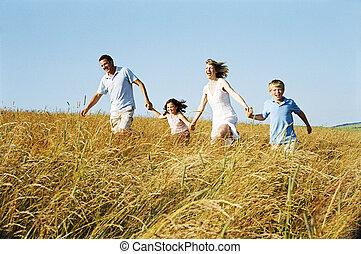 famiglia, fuori, correndo, tenere mani, sorridente