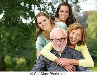 famiglia, fuori, divertimento, ritratto, sorridente, detenere, felice