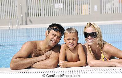 famiglia, giovane, divertirsi, felice, stagno, nuoto