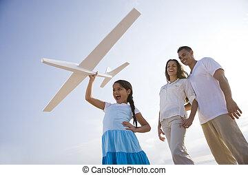 famiglia hispanic, e, ragazza, divertimento, con, aereo...