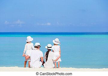 famiglia, indietro, bianco, vista, spiaggia, felice