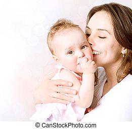 famiglia, madre, bambino, baciare, hugging., felice