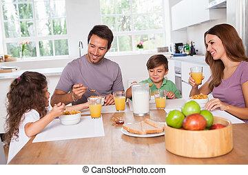 famiglia mangiando, colazione sana