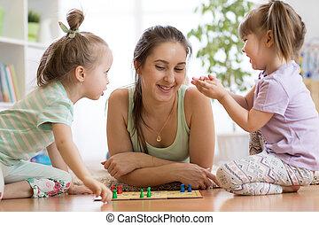 famiglia, pavimento, ludo, asse gioco, casa, gioco