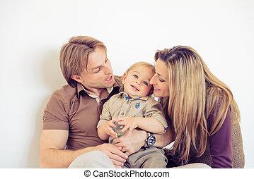 famiglia, pavimento, seduta, ritratto, sorridere felice