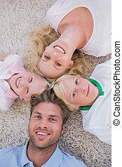 familia , acostado, en un círculo