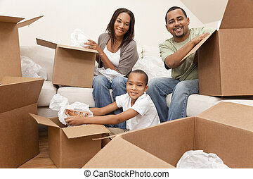 familia americana africana, desempacar cajas, casa móvil