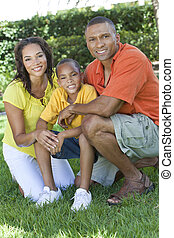 familia americana africana, madre, padre, hijo, exterior